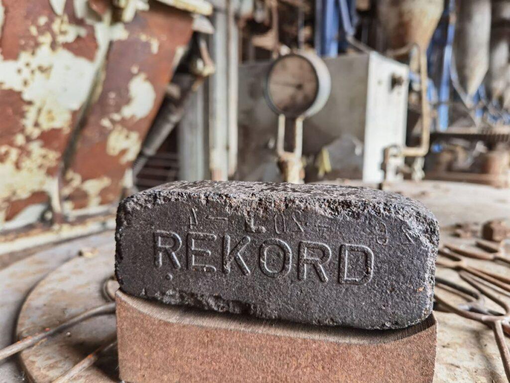 Energiefabrik Knappenrode - früher wurden hier diese Briketts hergestellt