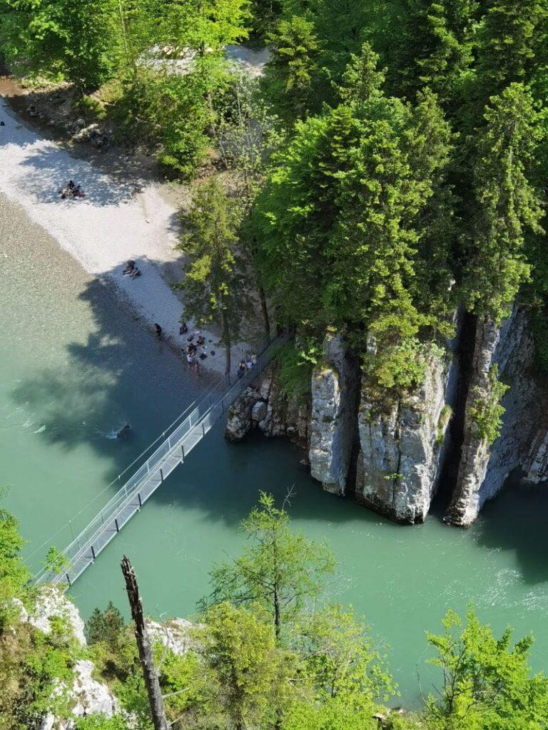 Blick auf die Hängebrücke in die Entenlochklamm Klobenstein