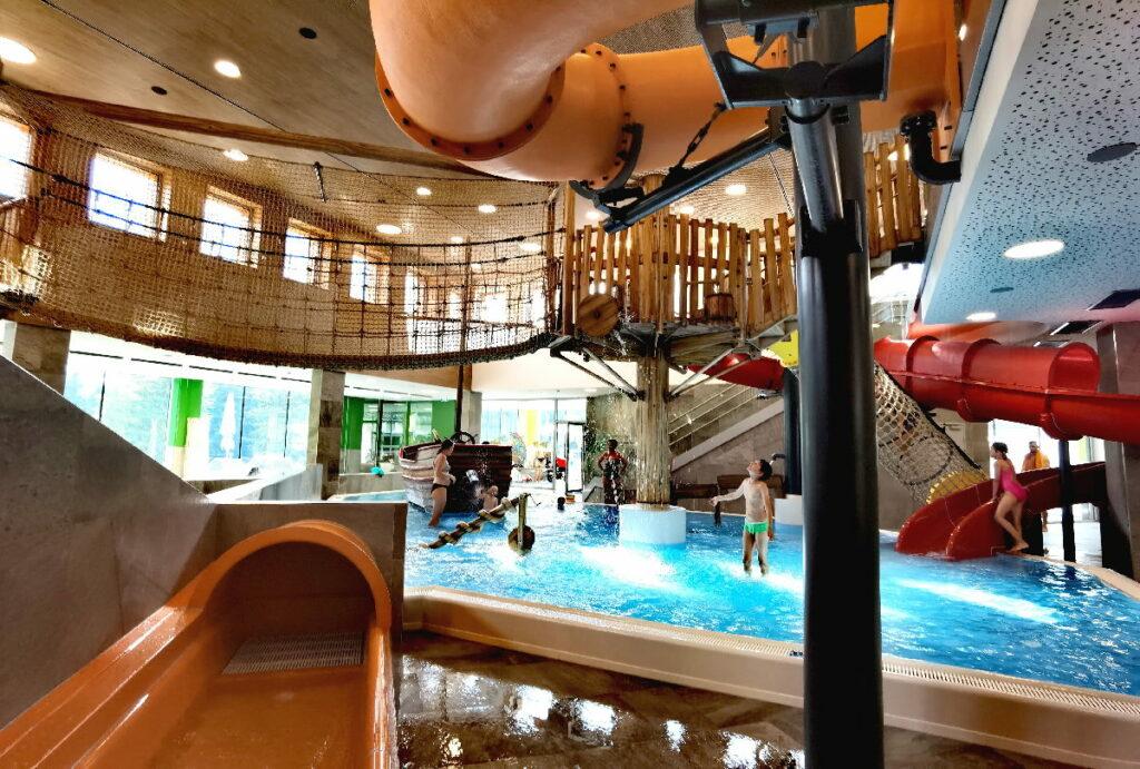 Familienhotel Österreich mit Wasserrutschen - das Zugspitz Resort Ehrwald bietet viel