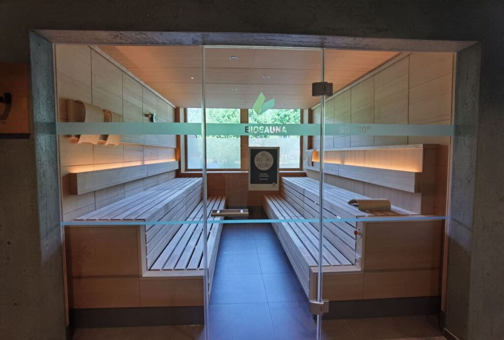 Move & Relax im Familienhotel Bayrischzell - in der Biosauna mit Ausblick