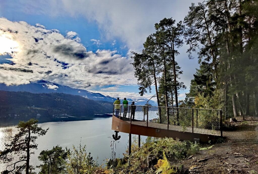 Kleine Rundwanderung vom Familienhotel zur schönen Aussichtsplattform über den Millstätter See