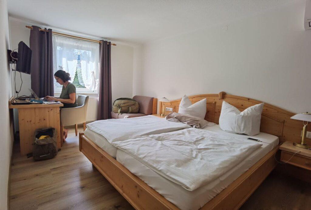 Die Suite im Familienhotel Sächsische Schweiz - unser Schlafzimmer, nebenan das Wohnzimmer mit Aufbettung