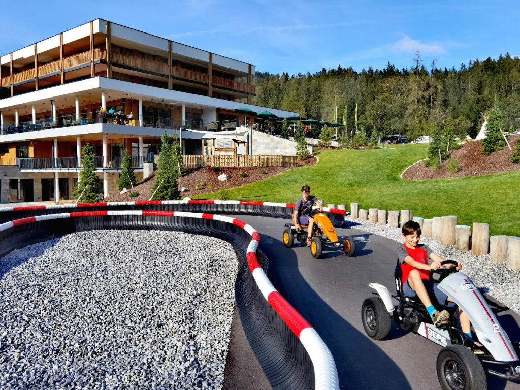 Familienhotels an der Zugspitze - mit Tretauto Rennstrecke