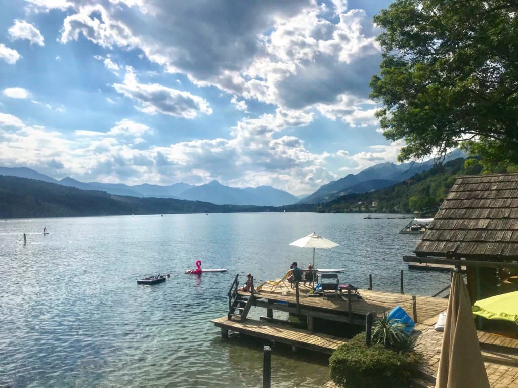 Familienhotel am See - der private Badestrand vom Familienhotel Post in Millstatt