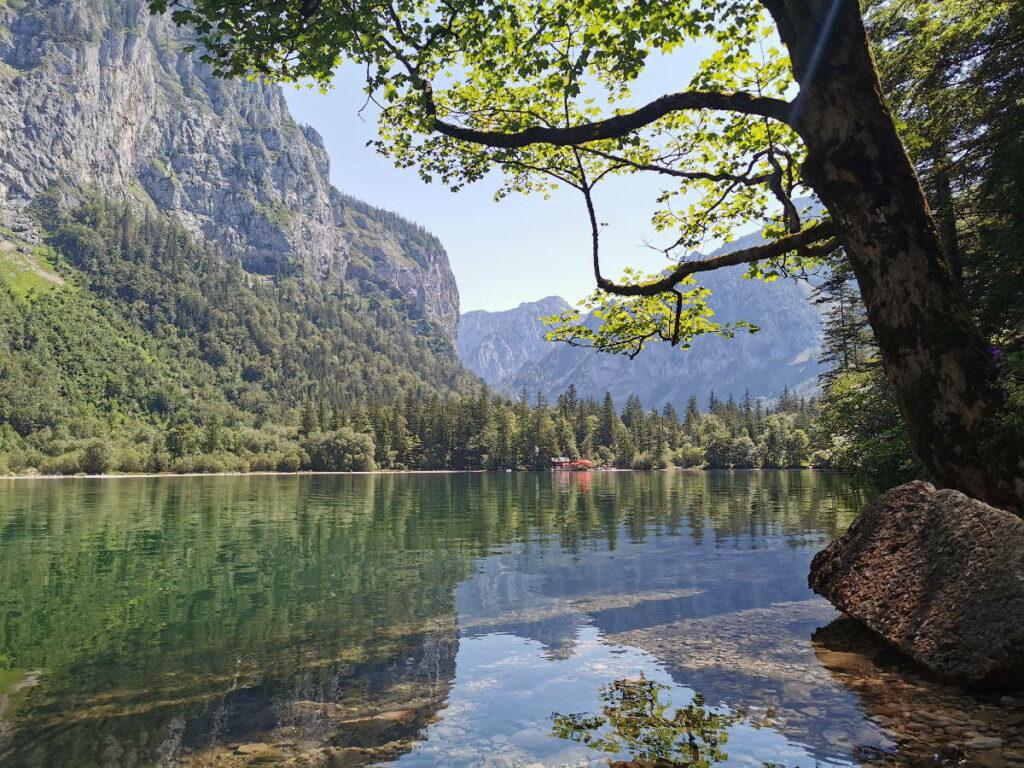 Familienhotel in den Bergen - das JUFA Hotel Eisenerz liegt in der Nähe dieses idylischen Sees zum Wandern und Baden