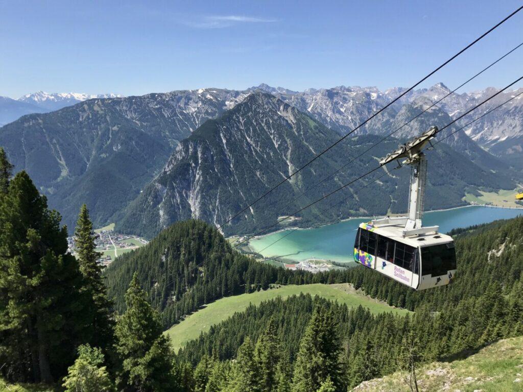 Traum im Familienurlaub Achensee - vom See mit der Rofanseilbahn in die Höhe hinauf