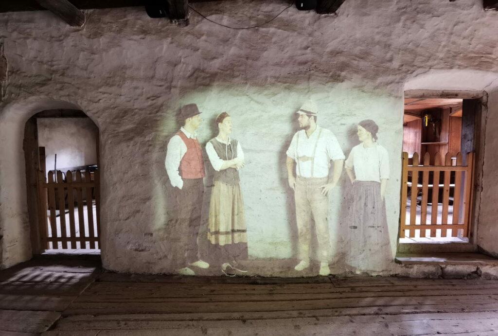 Eine der Lichtprojektionen im Höfemuseum Kramsach - ein Tag im Familienurlaub Alpbach