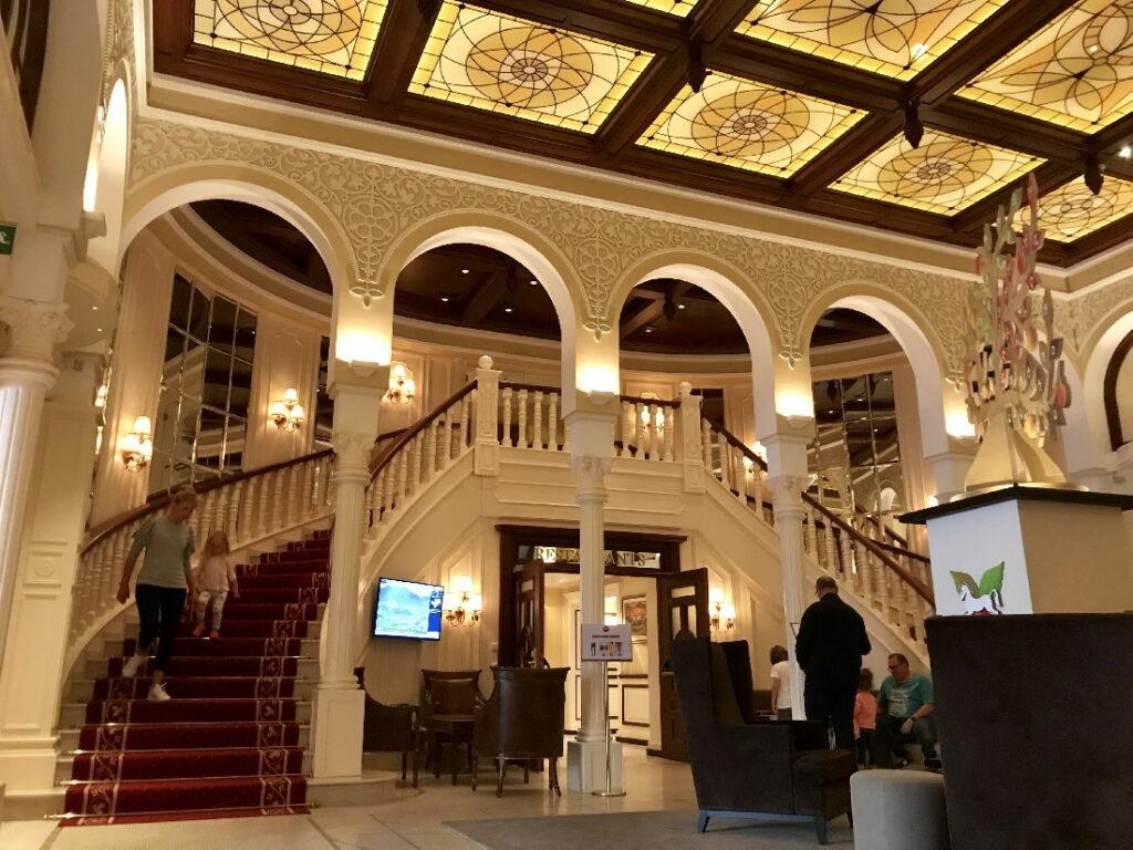 Familienurlaub Südtirol - in einem Familienhotel wie ein Palast, unten zeigen wir dir, wo das ist!