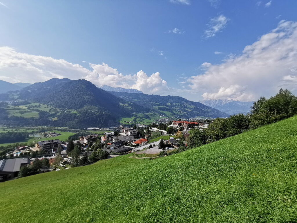 St. Johann Salzburg - vom Alpendorf kannst du auf die Berge schauen!