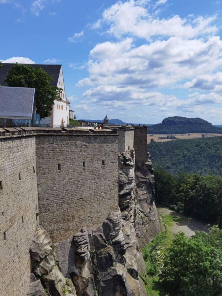 So mächtig wurde die Festung Königstein auf die Felsen gebaut