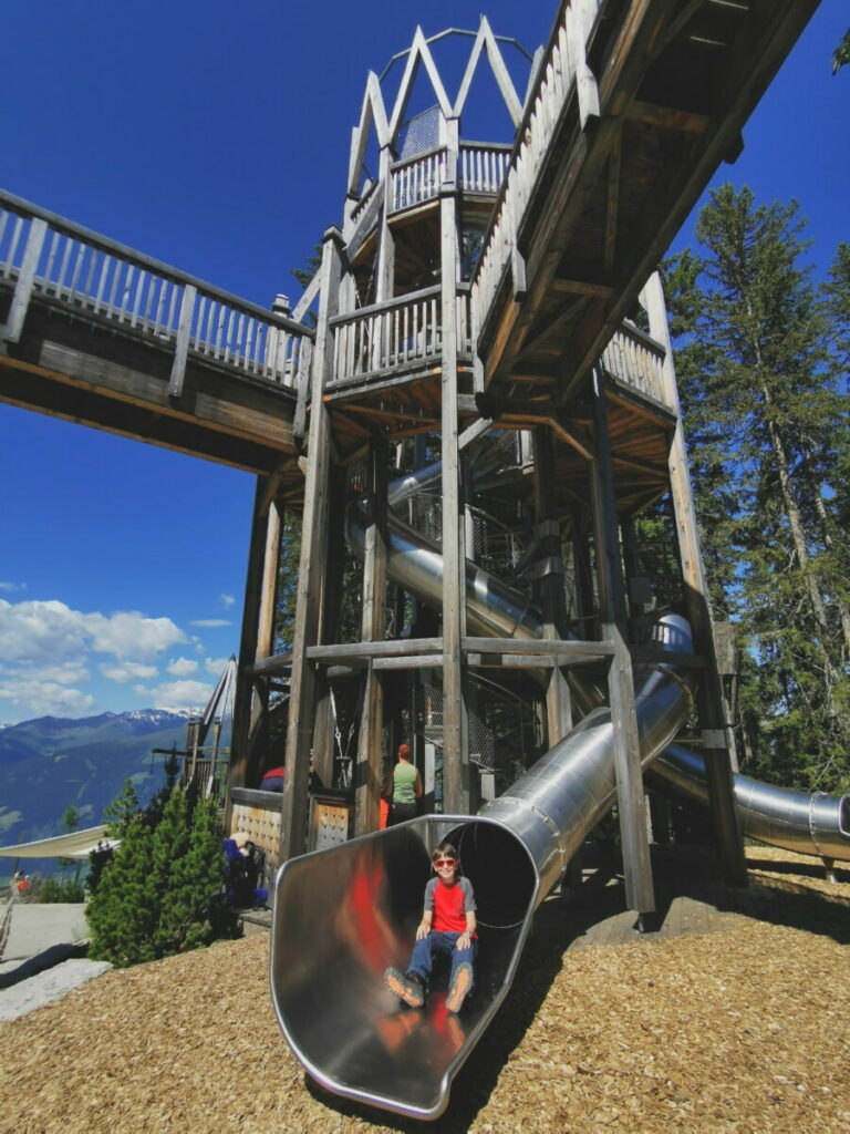 Die tollen Fichtenschloss Rutsche - schnell geht´s vom Holzturm runter
