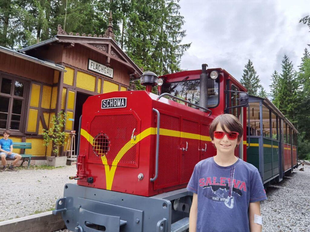 Bei der Museumseisenbahn im Freilichtmuseum Salzburg schlagen Kinderherzen höher