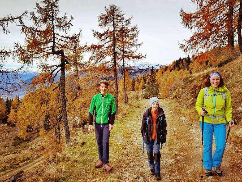 Mit toller Herbstfärbung Richtung Granattor wandern mit Kindern