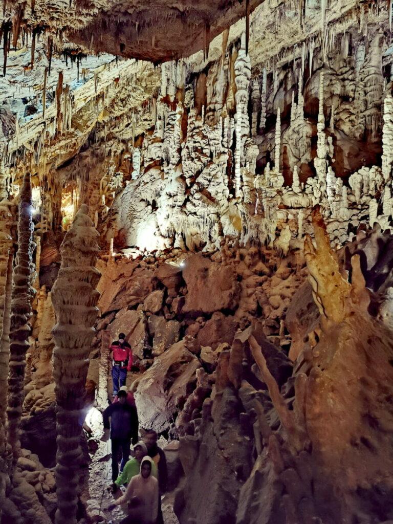 Tropfsteinhöhlen können beeindrucken - diese Höhle in Österreich ist die Tropfsteinreichste