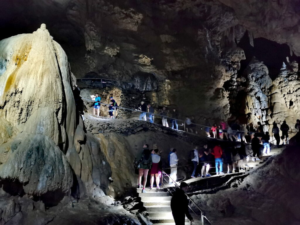 """Höhlen Österreich - teilweise mit riesig großen unterirdischen """"Hallen"""""""