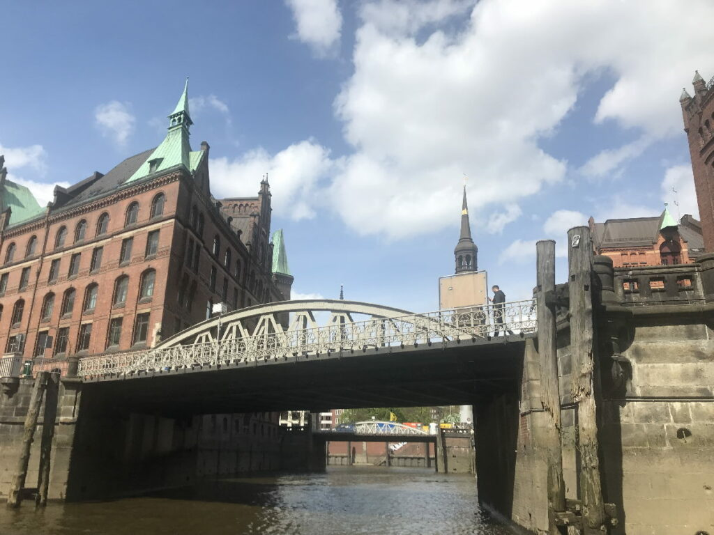 Hafenrundfahrt Speicherstadt Hamburg - vom Hafenbecken hinein in die Fleete
