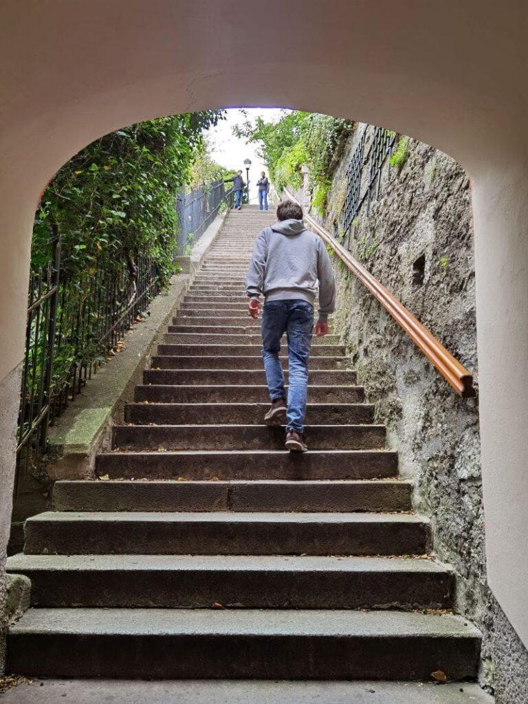 Über die Imbergstiege auf den Kapuinzerberg Salzburg mit Kindern wandern