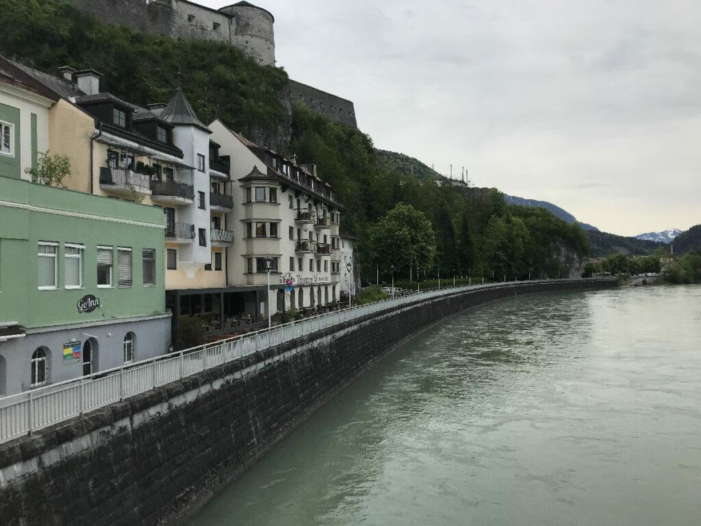 Kufstein liegt direkt am Inn - die Festung überragt alles