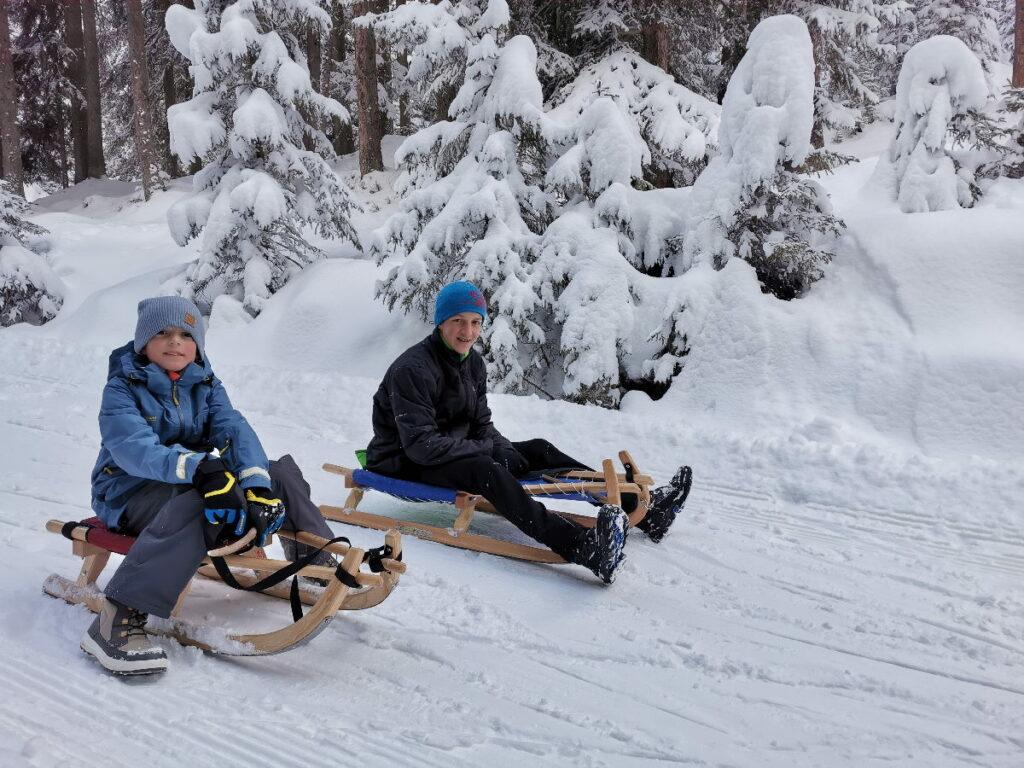 Innsbruck rodeln mit Kindern - bei Neuschnee ein richtiges Winterabenteuer!