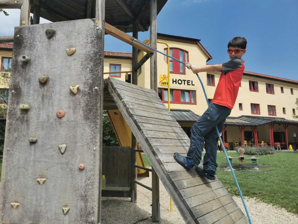 JUFA Hotel Maria Lankowitz - mit Spielplatz direkt neben dem Familienhotel