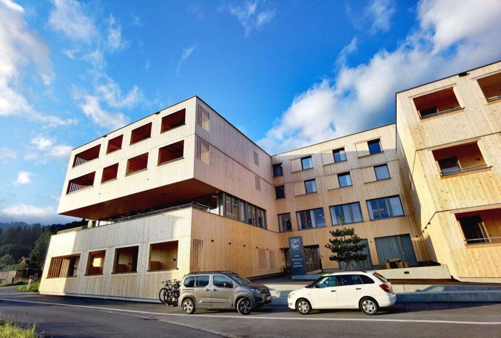 Eines der neuesten JUFA Hotels - ganz aus Holz gebaut, modern und zugleich gemütlich
