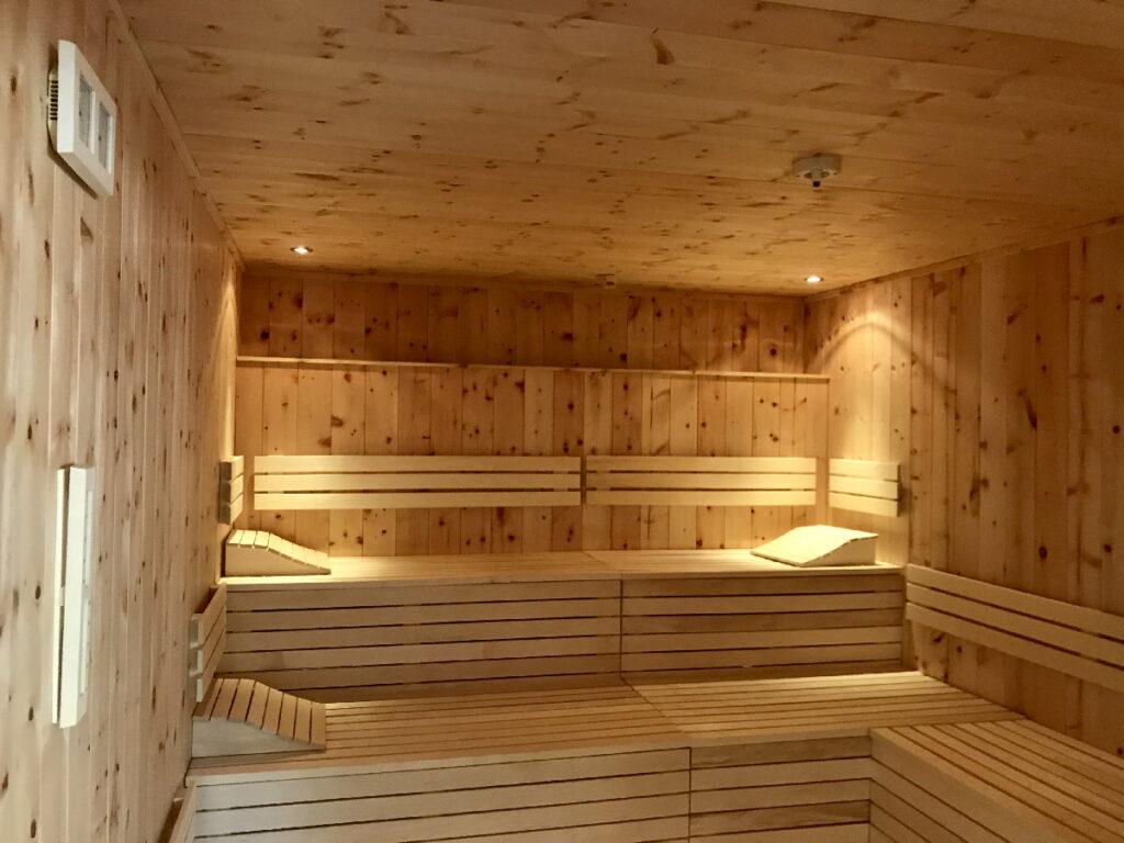 Familienhotel mit Kinderbetreuung: Eine der neuen Saunen im JUFA Saalbach