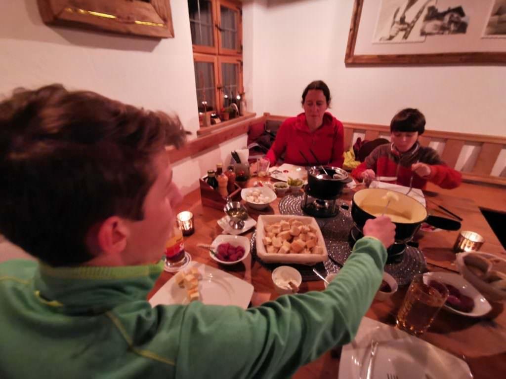 Kaiserschmarrn Alm Hüttenabend: Käsefondue und Fleischfondue