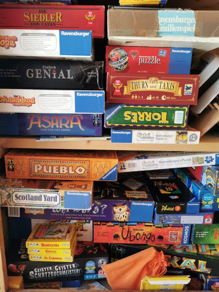 Kinderbeschäftigung - Brettspiele und Kartenspiele
