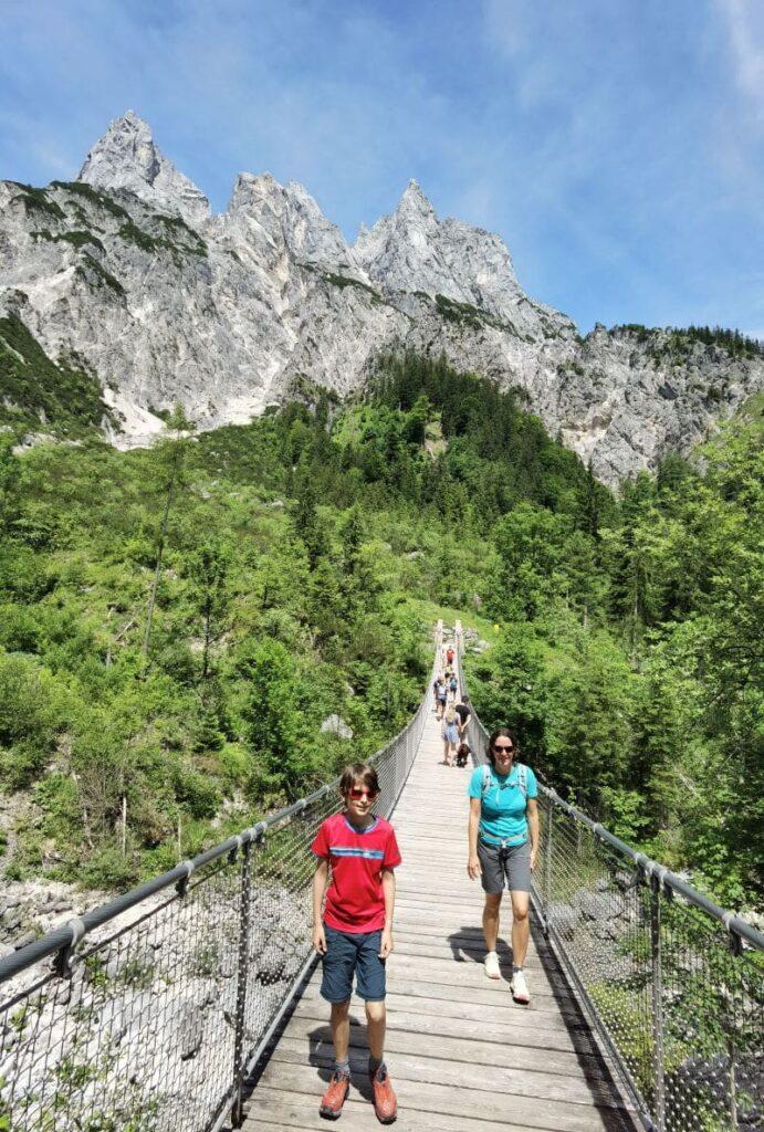 Wildes Berchtesgaden mit Kindern - die Klausbachtal Hängebrücke in Ramsau