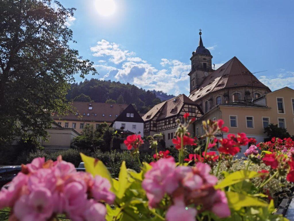 Sächsische Schweiz mit Kindern - das idyllische Königstein liegt perfekt für öffentliche Verkehrsmittel