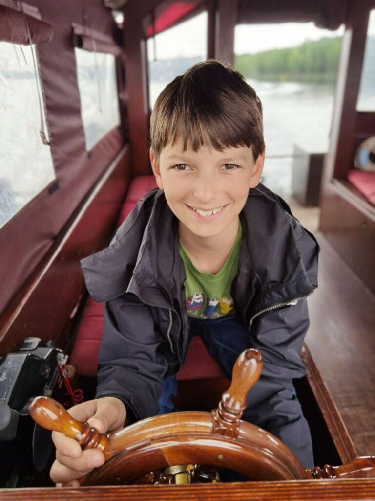 Unser Kapitän auf der Lausitzer Seenland Floßfahrt