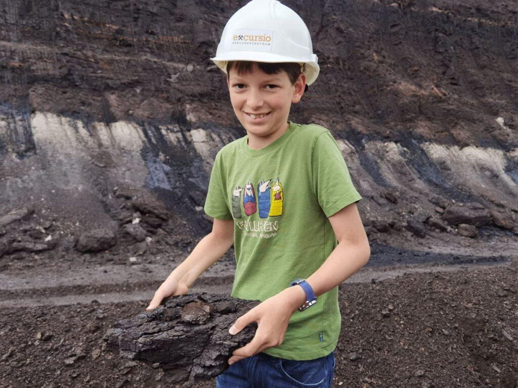 Erlebnis Lausitzer Seenland mit Kindern: Echte Kohle im Tagebau finden