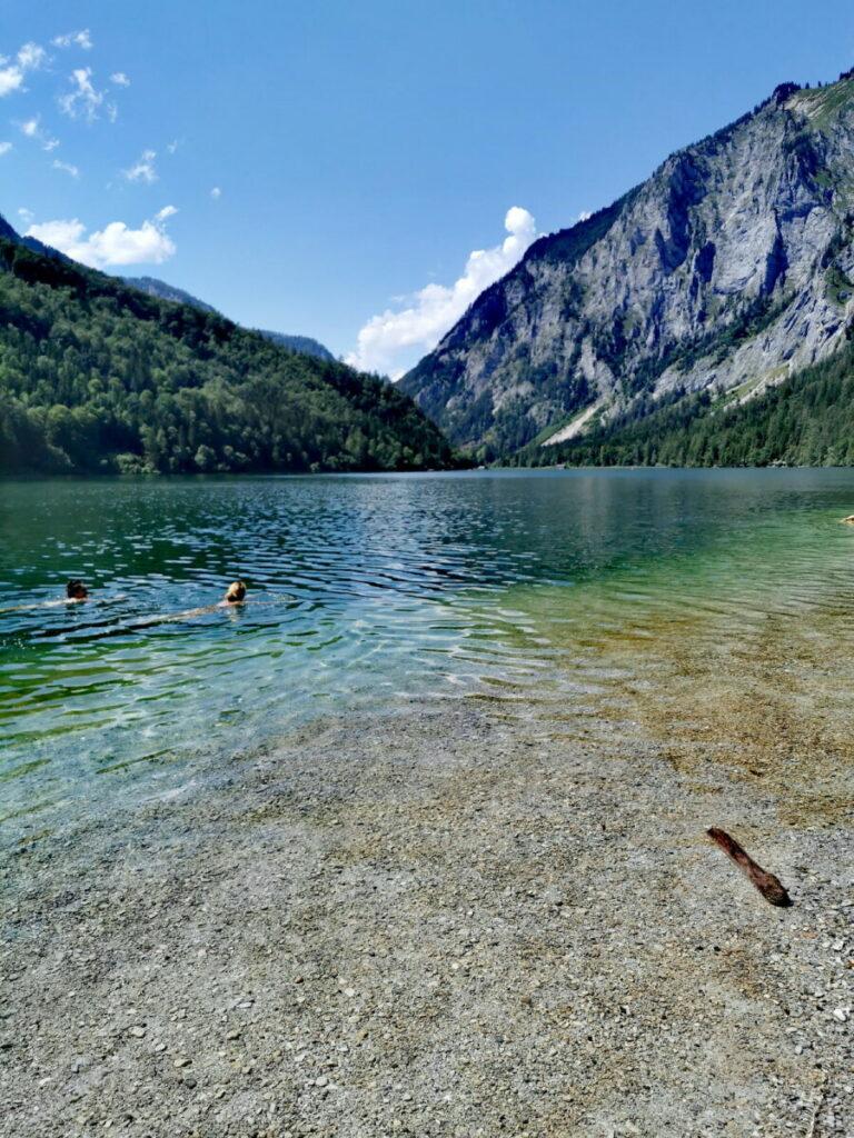 Am Leopoldsteinersee baden - das Wasser ist selbst im Hochsommer erfrischend kühl
