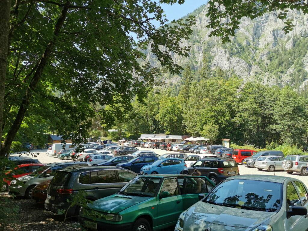 Am Leopoldsteinersee parken - im Sommer sind die Parkplätze schnell voll