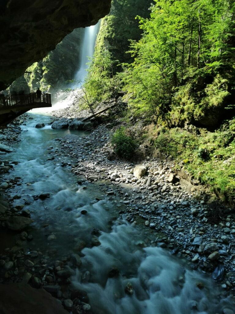 Der Wasserfall mit der Aussichtsplattform in der Liechtensteinklamm