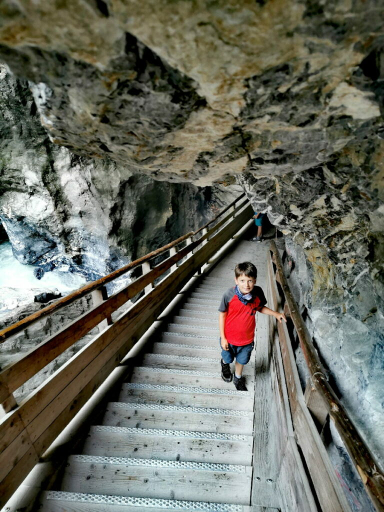 450 Stufen führen durch den Weg in der Liechtensteinklamm - nichts mit dem Kinderwagen!