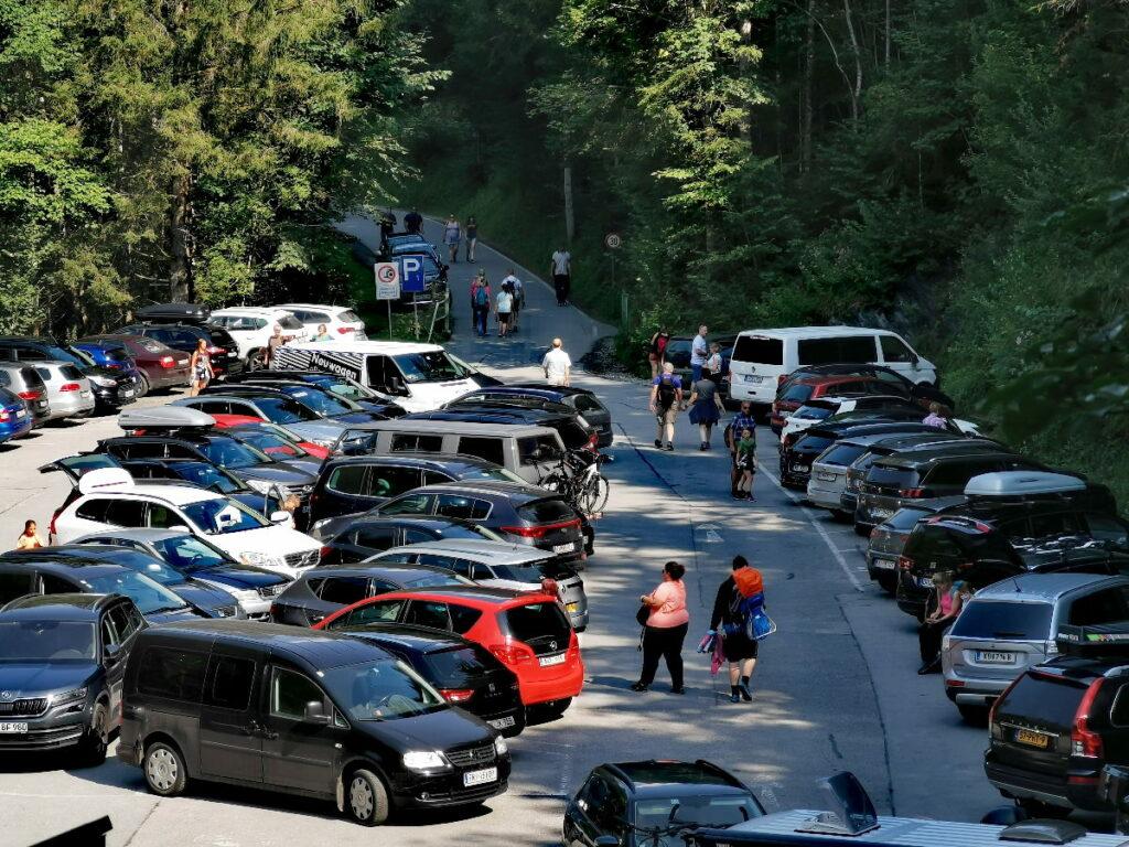 Bei der Liechtensteinklamm parken - in der Mittagszeit wird es schnell voll