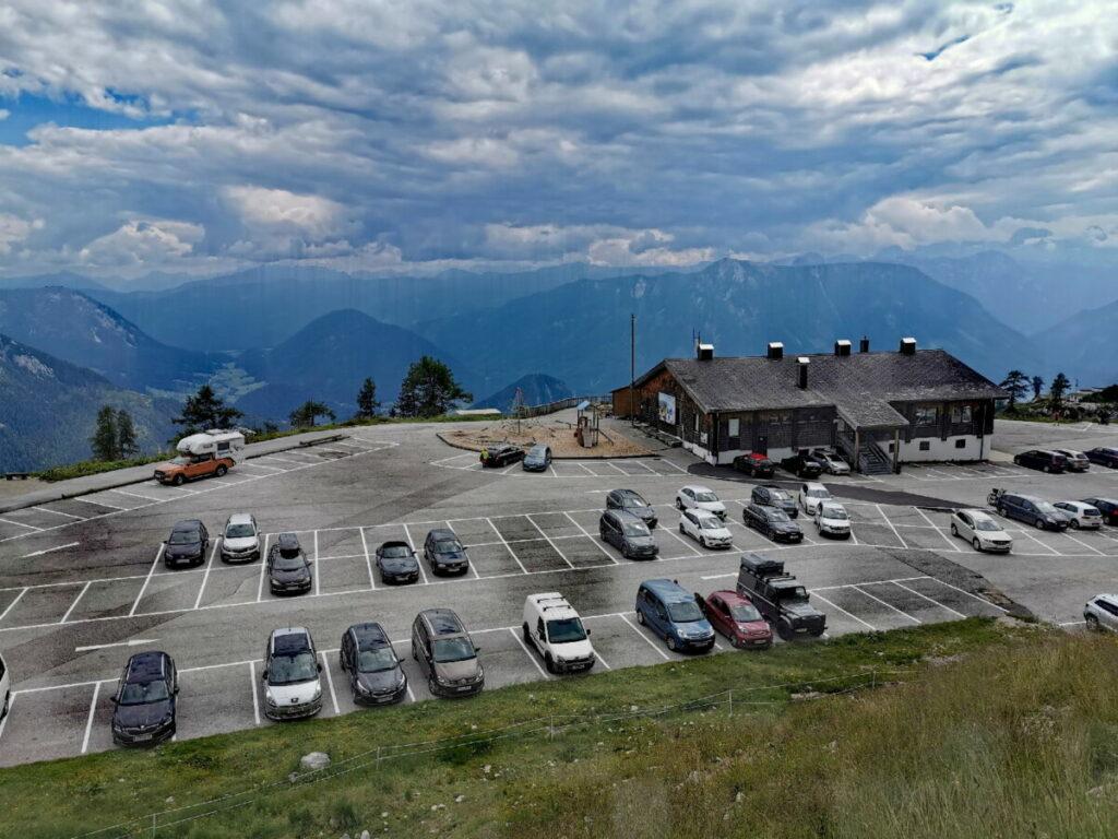 Am Ende der Loser Panoramastraße ist der große Parkplatz bei der Loseralm