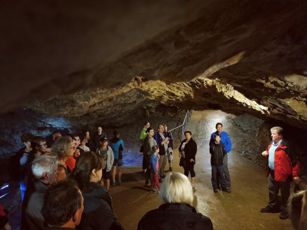 Dann geht´s hinein in die Lurgrotte mit unserem Höhlenführer Andreas