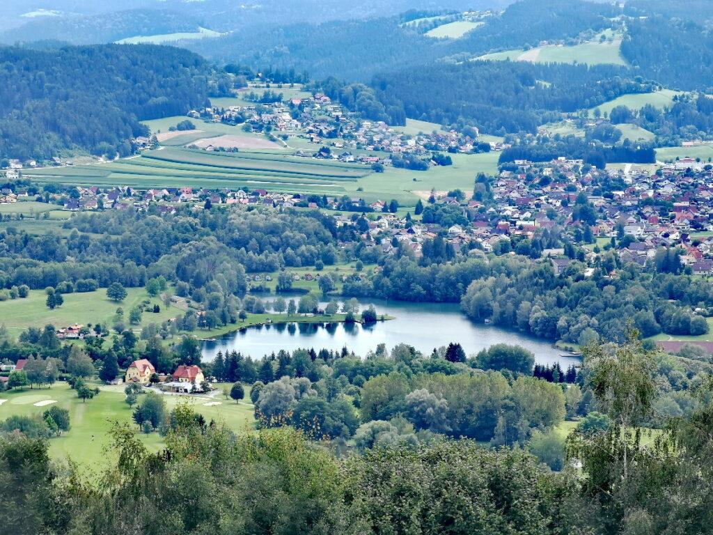 Blick von oben auf den Pibersteinersee in Maria Lankowitz