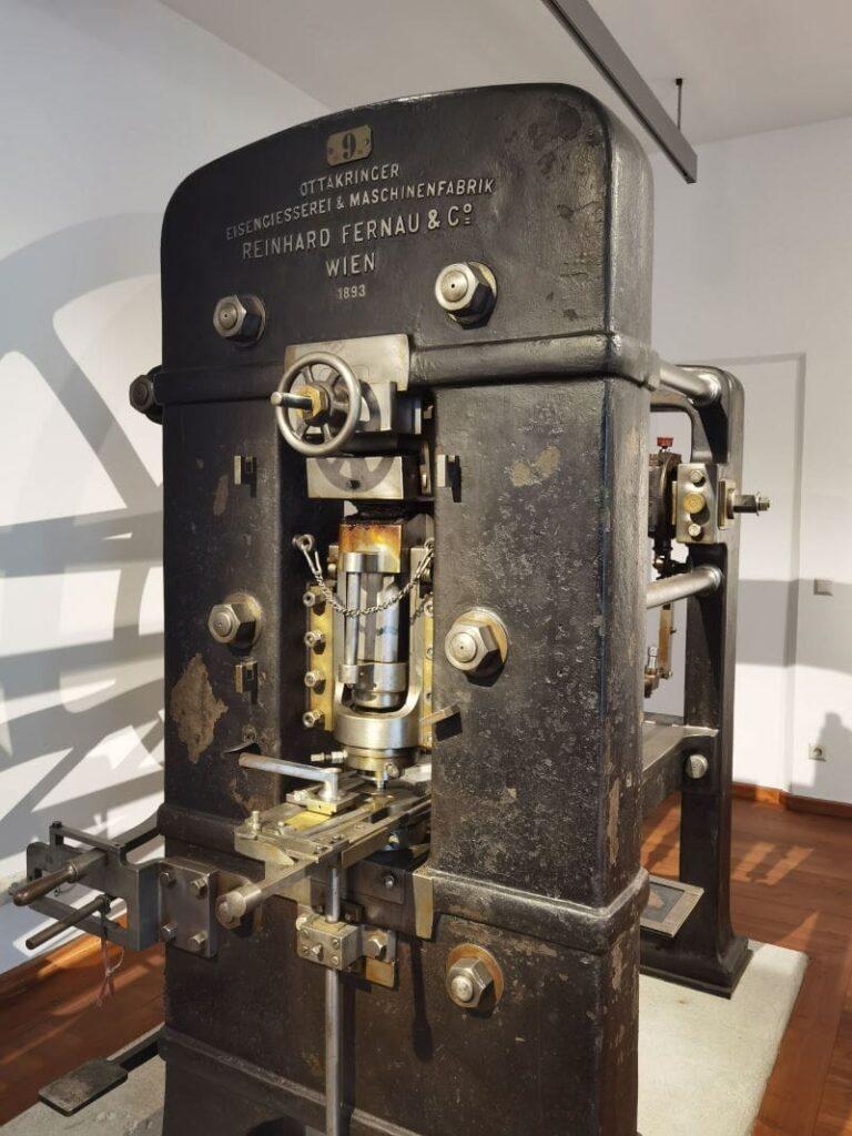 In der Münze Hall in Tirol zu bestaunen: Die riesigen Maschinen von früher