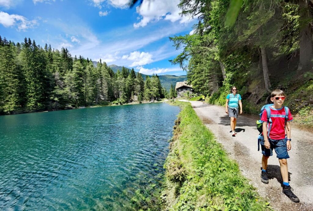 Von Almis Berghotel um den Obernberger See wandern