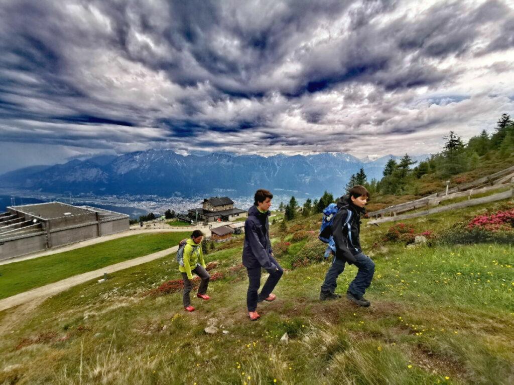 Start unserer Patscherkofel Wanderung mit ungeheuerer Wolkenstimmung
