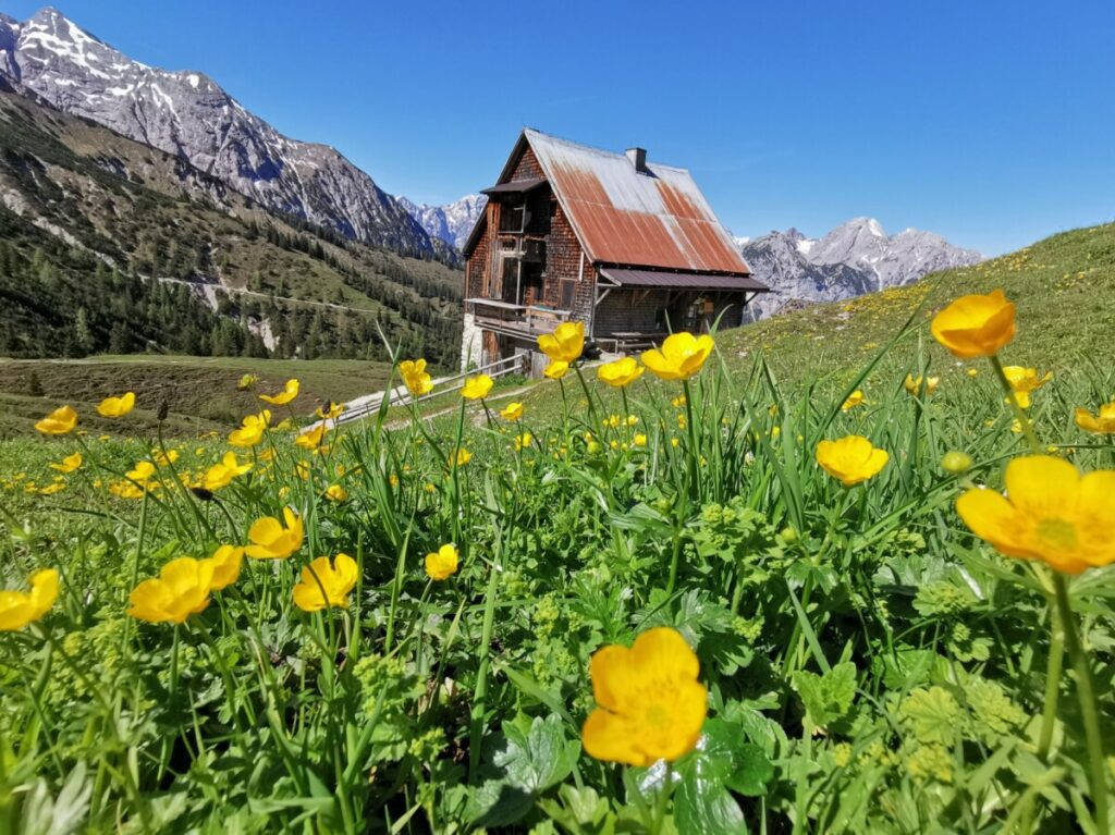 Idyllische Lage mitten im Karwendel: Die Plumsjochhütte
