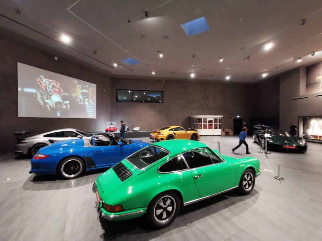Natürlich gibt es im Traumwerk auch exklusive Porsche zu sehen!