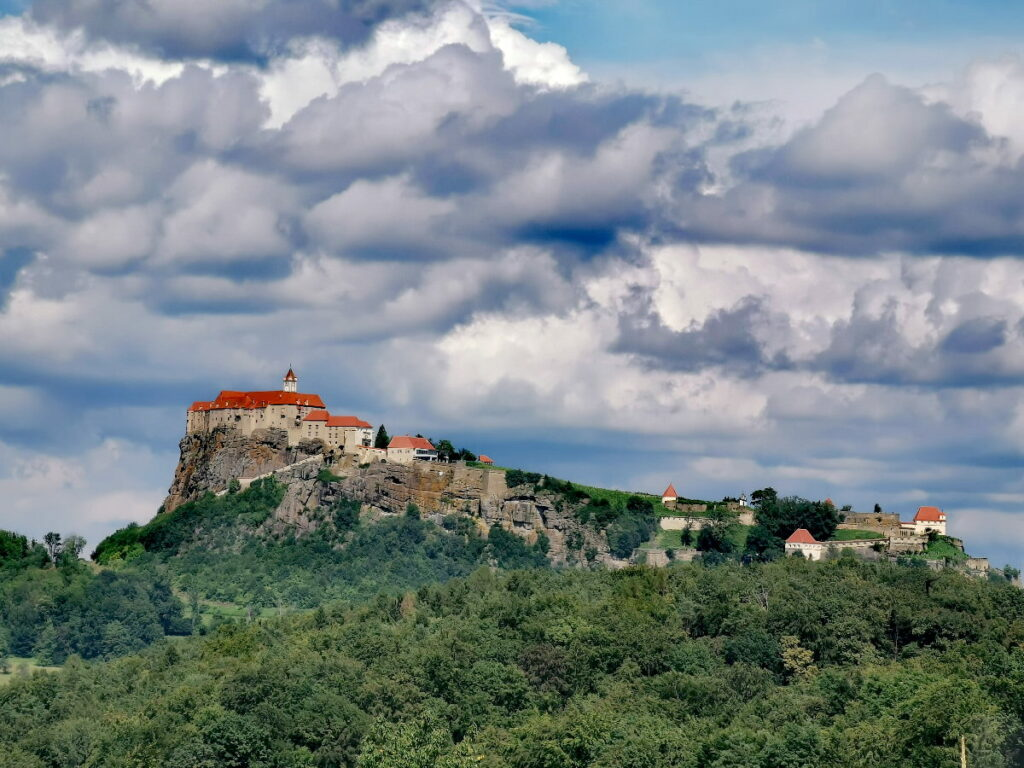 Die imposante Riegersburg - ebenfalls ein Ausflugsziel ab Maria Lankowitz