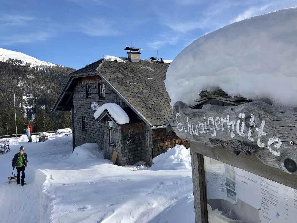 Rodeln Österreich am Millstätter See bei der urigen Schwaigerhütte