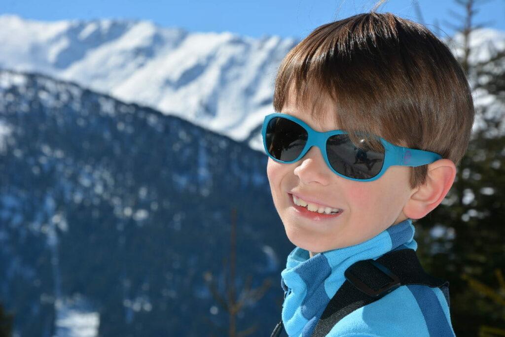 Rodeln mit Kindern - auch die Kinder genießen gerne Sonne und Schnee
