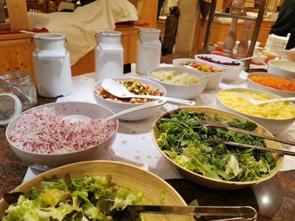 Direkt daneben das Salatbuffet im Rosenhof Kleinwalsertal