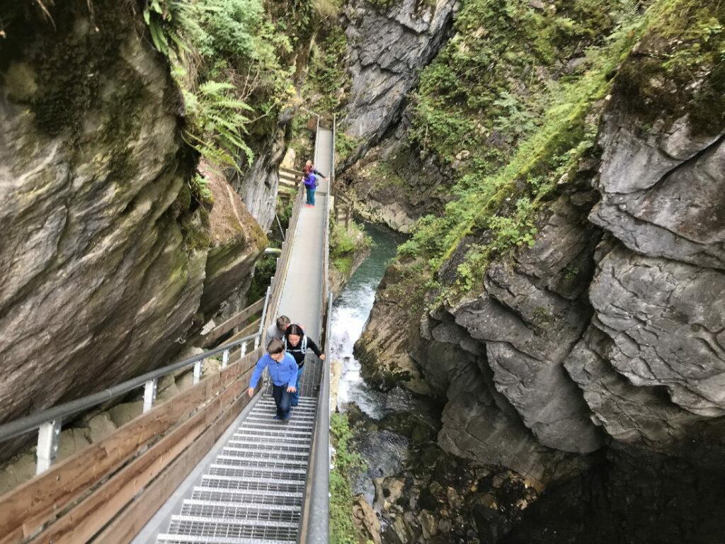 So beeindruckend in der Klamm in Südtirol wandern mit Kindern - das hat uns sehr gefallen!